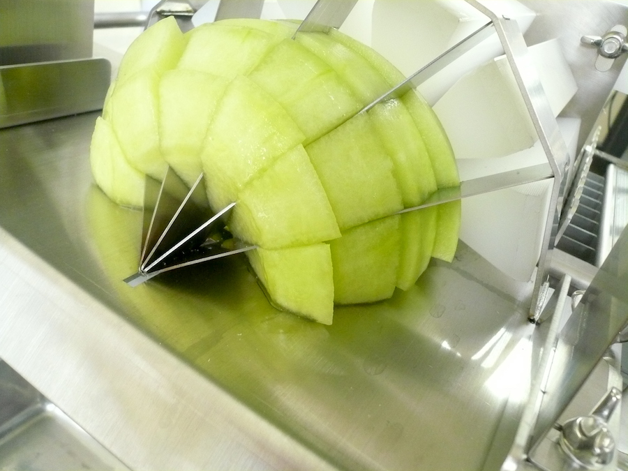 スライス後に分割。鋭利な刃物で切り口もキレイです