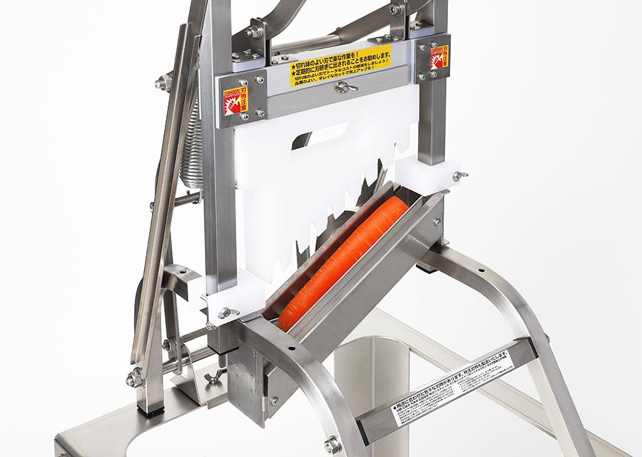 にんじんの乱切り。本体MPL+乱切り用の刃物部A3L_MAを装着した状態