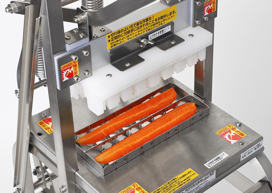 にんじん乱切り2本用。本体MPL+乱切り用の刃物部A3L_を装着した状態