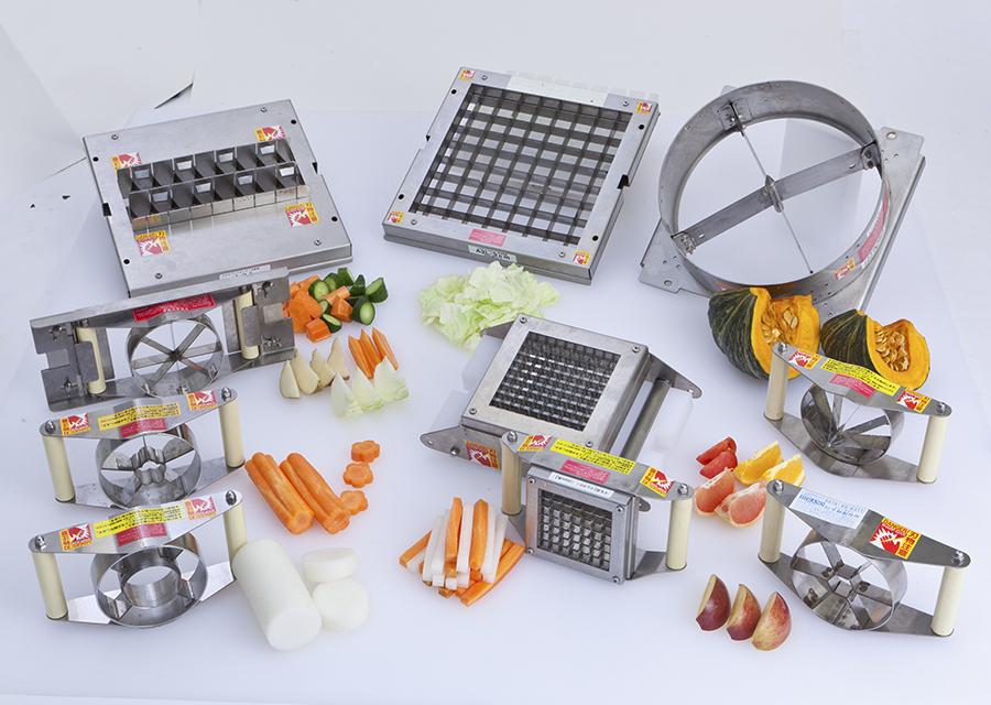 刃物部は食材や切り方にあわせて50種類以上をご用意しています